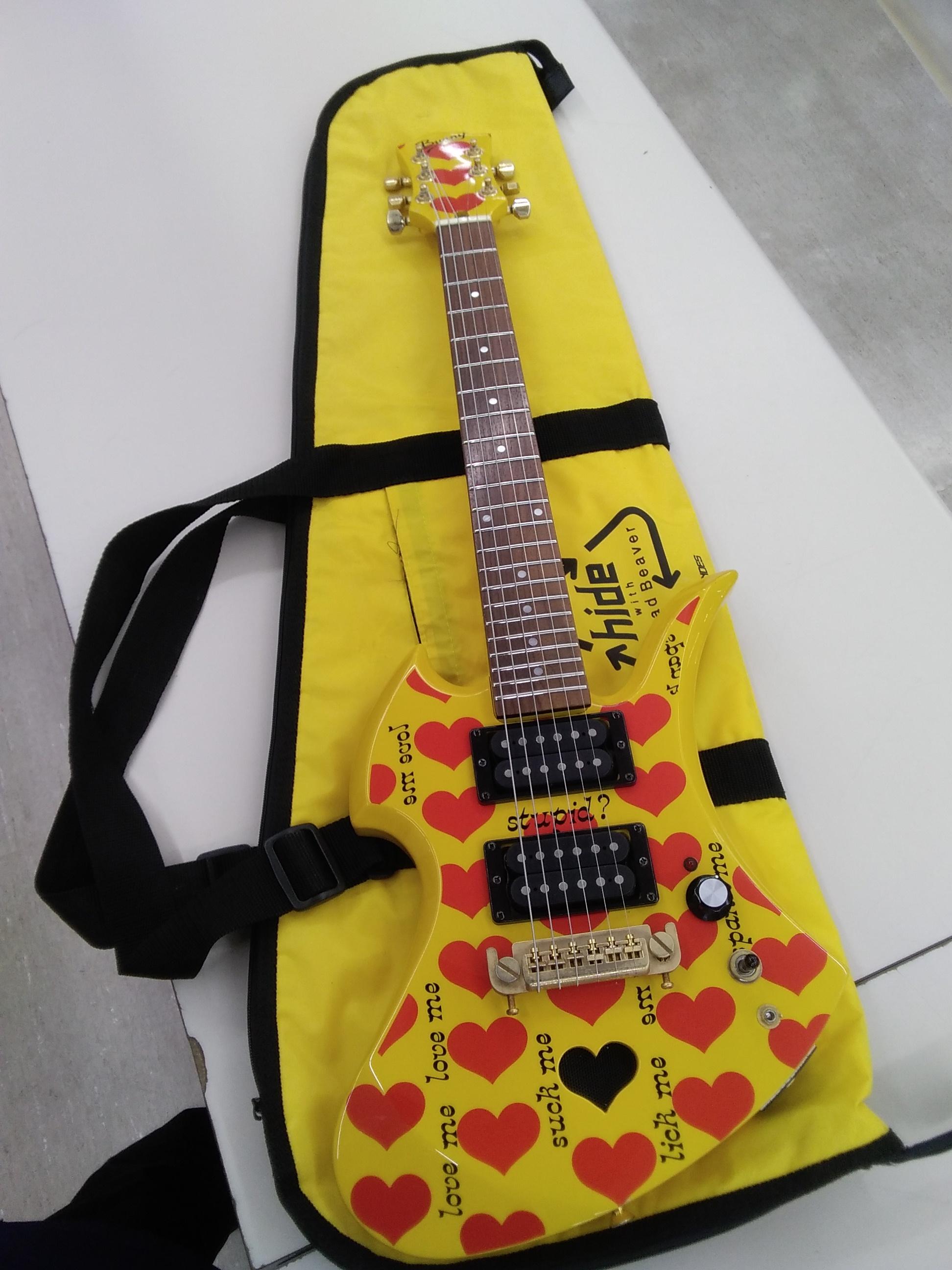 アンプ内蔵ミニエレキギター FERNANDES
