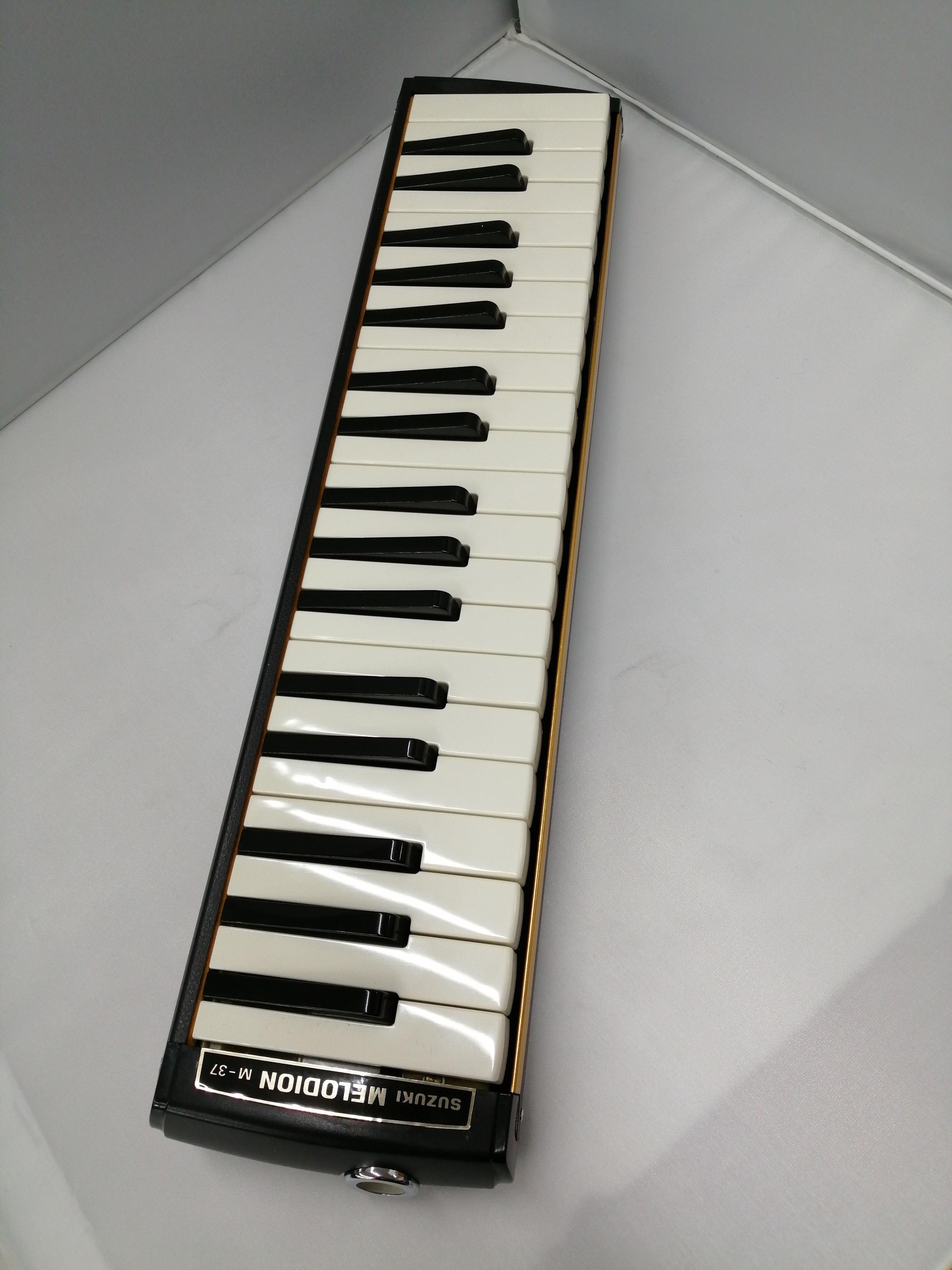 鍵盤ハーモニカ|SUZUKI