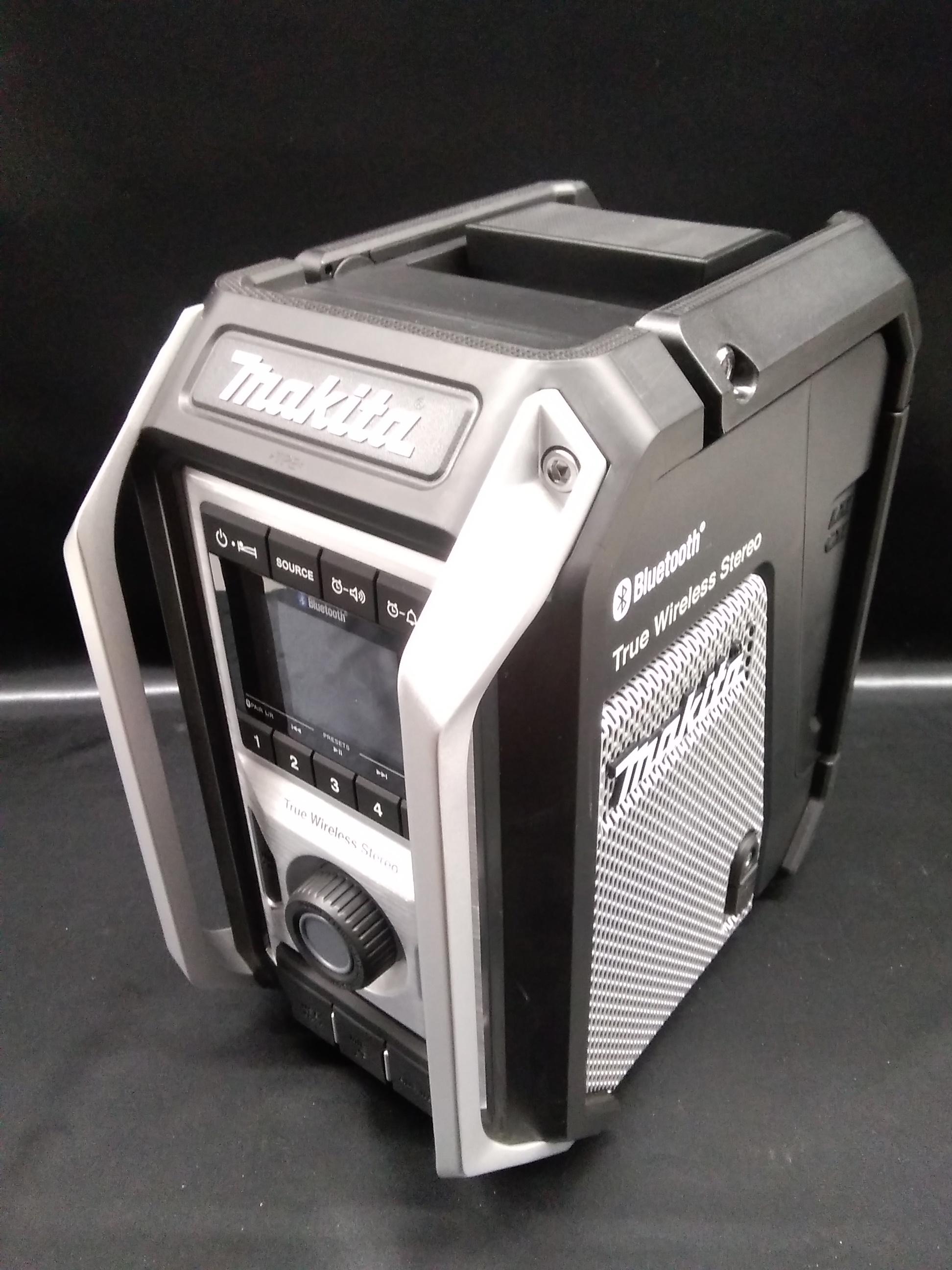 充電器だ、ラジオだ、マイクスピーカーだ、BTスピーカーだ! MAKITA