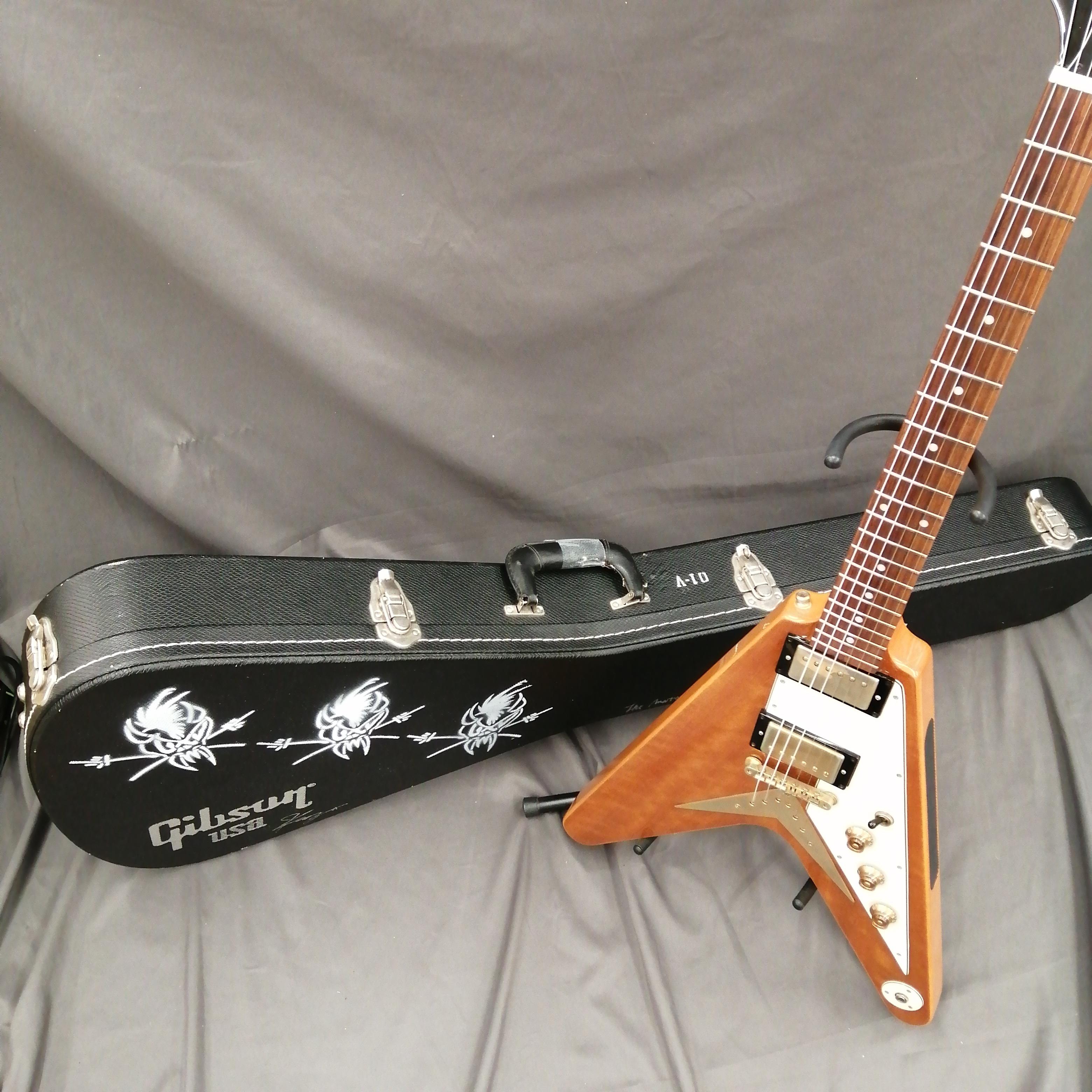 【多くのギタリストを魅了するコリーナ・フライングV】 EPIPHONE