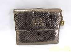 パイソン風二つ折財布