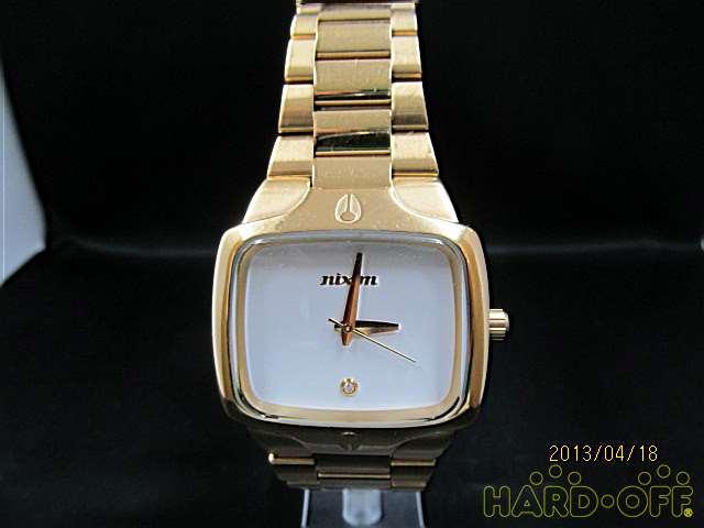 NIXONのゴールドカラー腕時計です♪