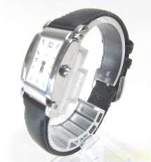 クオーツ腕時計