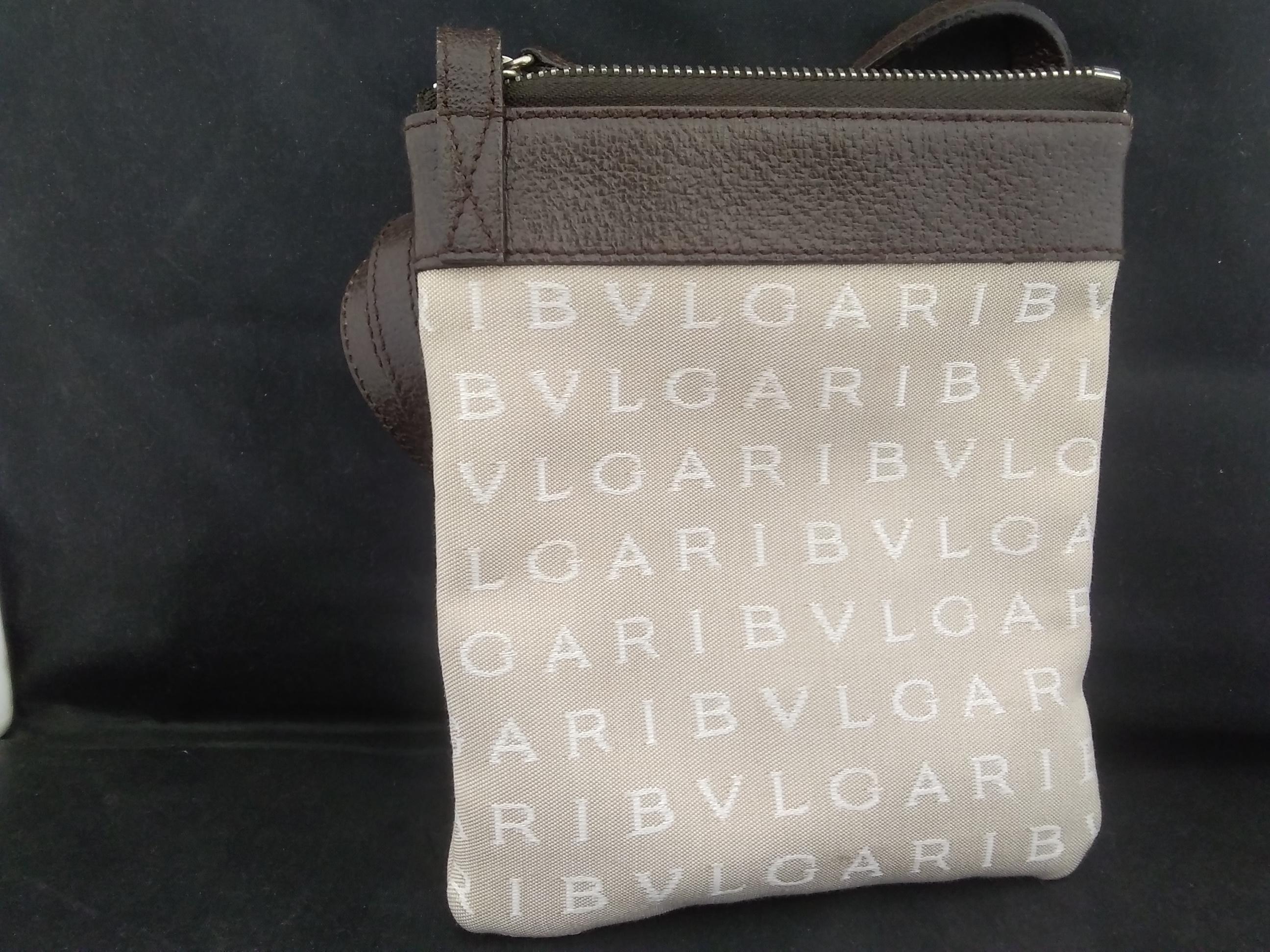 ロゴマニアショルダーバッグ|BVLGARI