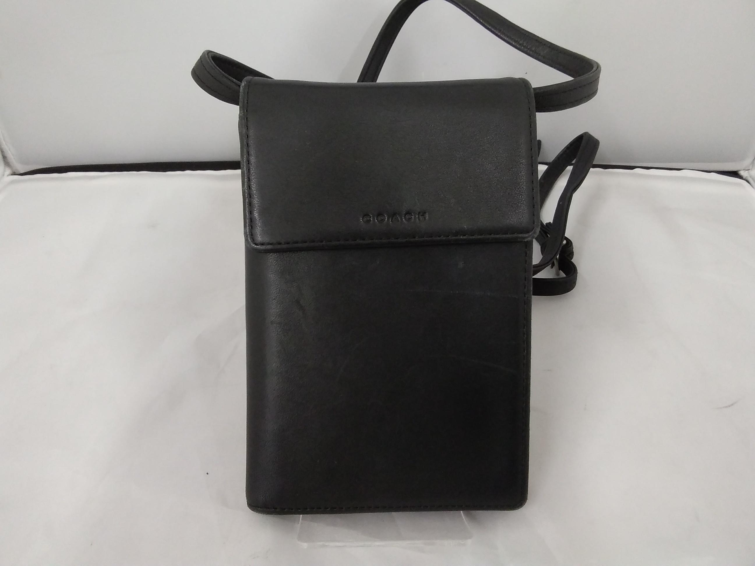 ショルダー型財布 COACH