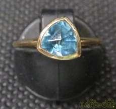 宝石付きリング
