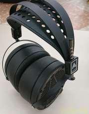 開放型スタジオモニターヘッドフォン|AUDEZE