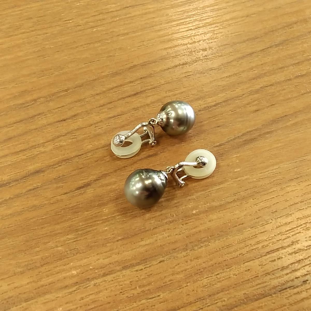 K18ブラックパールイヤリング 宝石付きイヤリング