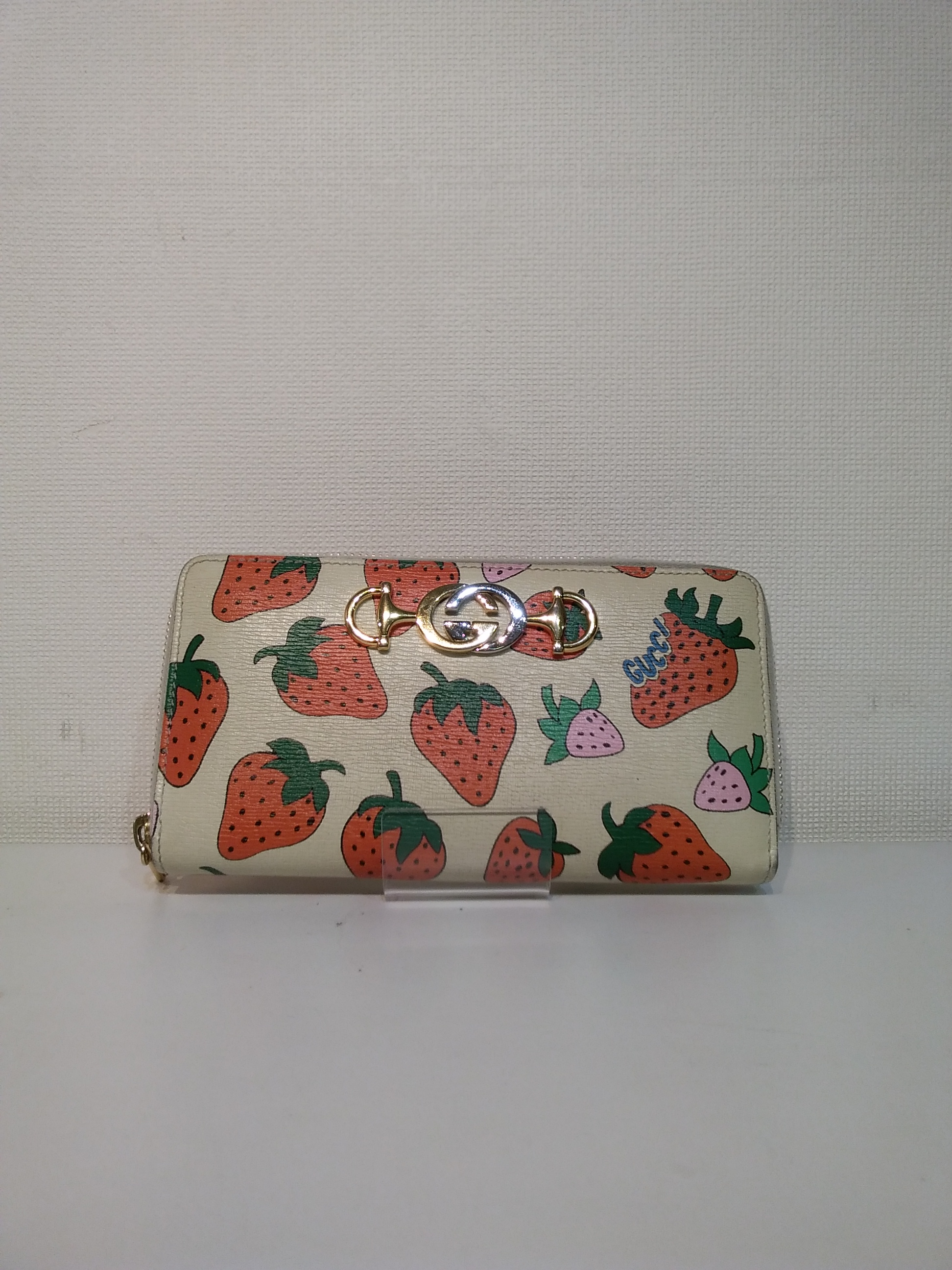 ズゥミストロベリーラウンドファスナー財布|GUCCI