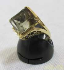 スクエアストーン付リング|宝石付きリング