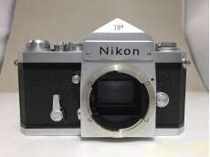 一眼レフカメラボディー|NIKON