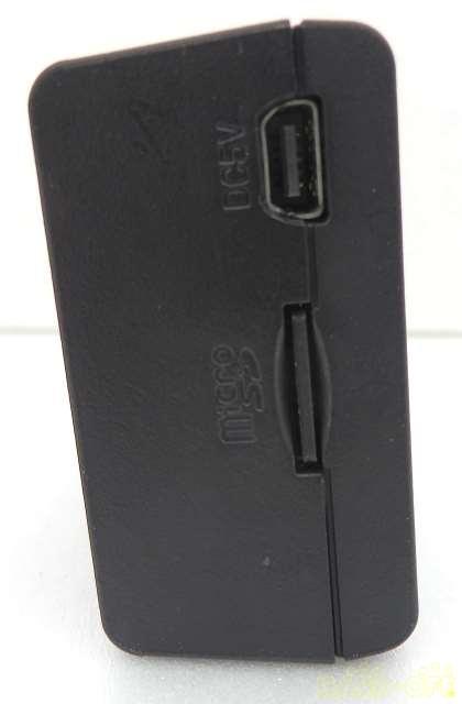 MicroSDHCカード8GB挿入済み