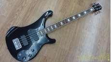 ベースギター・変形ボディ BURNY