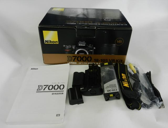 付属品:箱、説明書、バッテリー、ストラップ、接続ケーブル