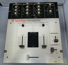 多くのパフォーマンスDJに愛用されている標準2CHミキサー VESTAX