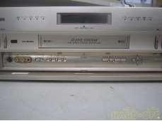 D-VHSビデオデッキ(リモコン付き)|HITACHI