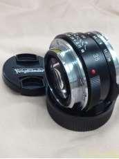 マイクロフォーサーズ用広角単焦点レンズ VOIGTLANDER