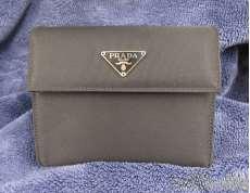 三つ折り財布|PRADA