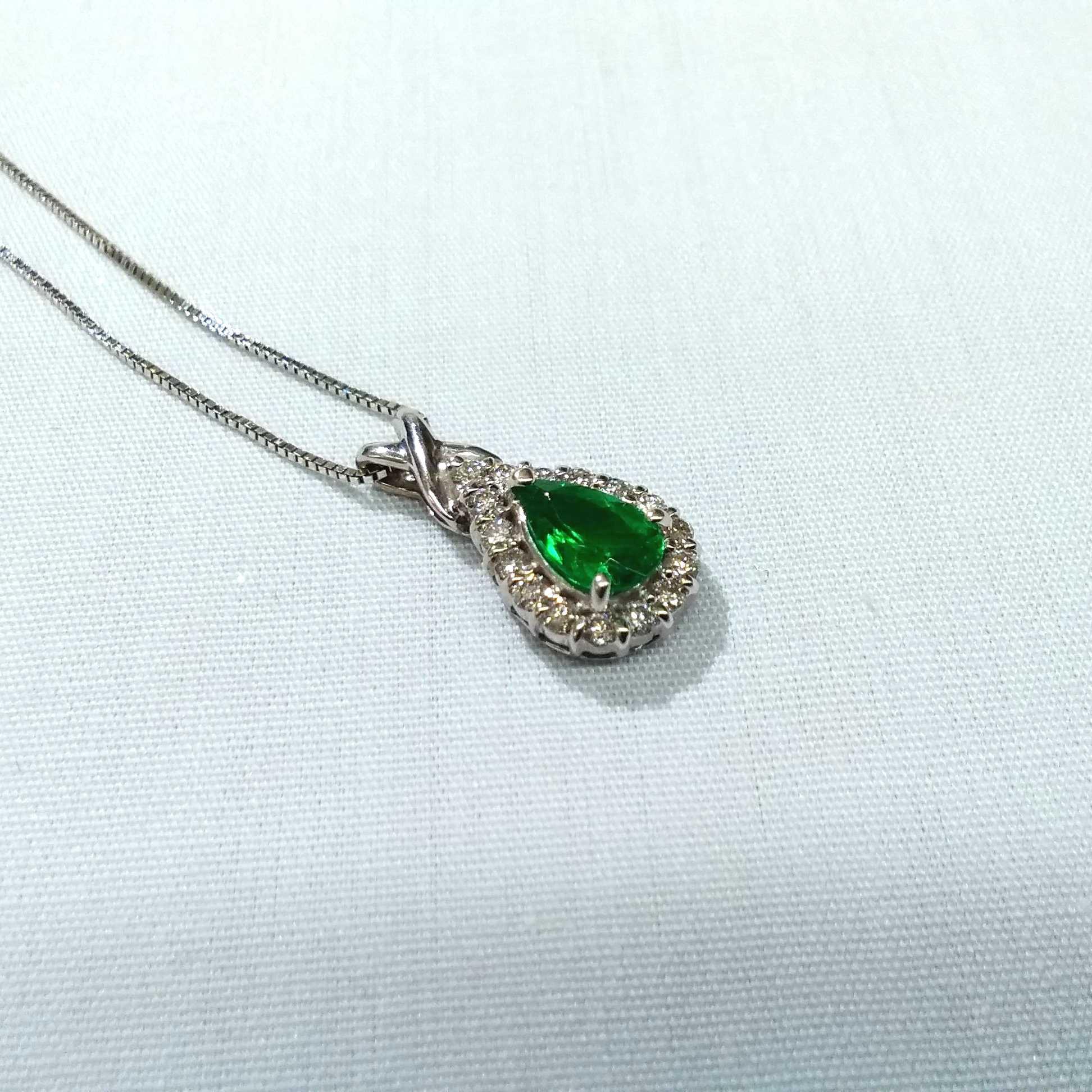 K18WGエメラルドネックレス|宝石付きネックレス