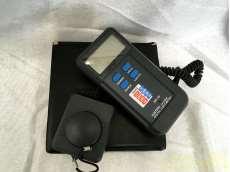 デジタル温度計 ~20000Lux セパレート型センサー|CUSTOM