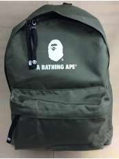 未使用に近いレディースでも使いやすいカーキリュック|A BATHING APE