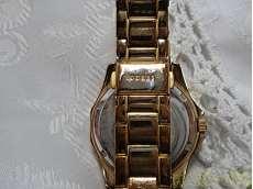 クォーツ・アナログ腕時計 GUESS