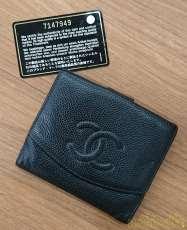 キャビアスキン二つ折り財布|CHANEL