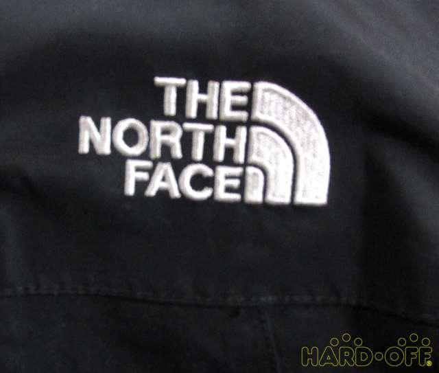 左胸、ロゴ