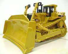 CAT D11 TRACK-TYPE TRACTOR 1/5|DIECAST MASTERS